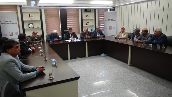Suruçlu muhtarlar Büyükşehir Belediye ile Suruç'u görüştüler