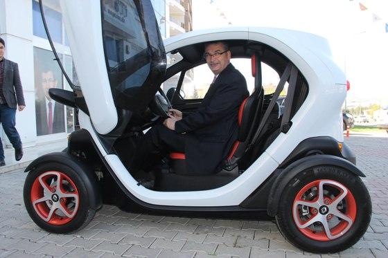 Elektrikli araba Urfa trafiğinde