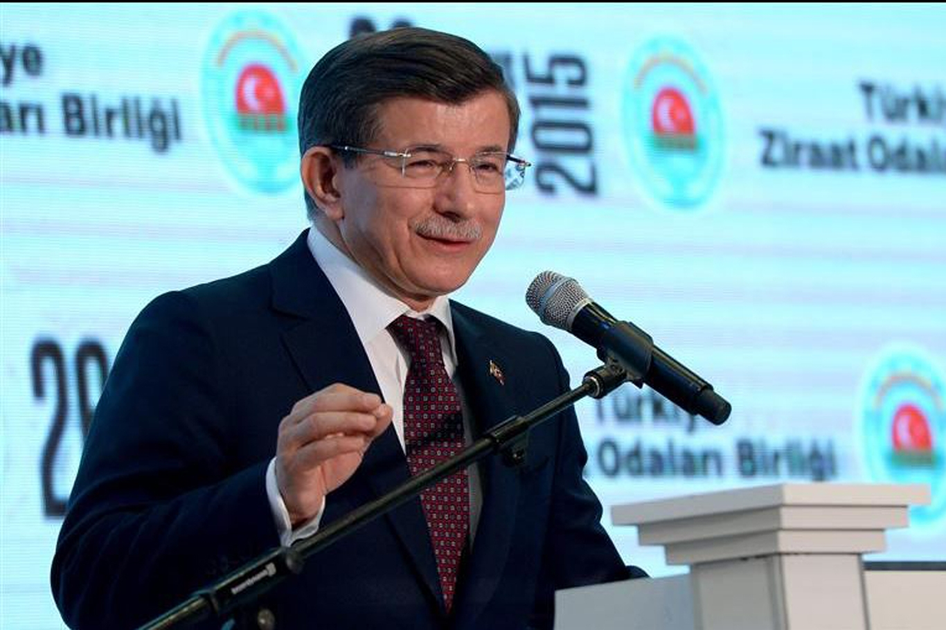 Başbakan Davutoğlu Süleyman Şah'ı ziyaret etti