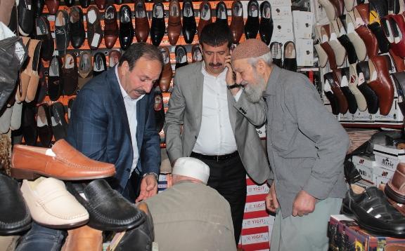 Vekil Özcan'dan çarşı esnafına ziyaret