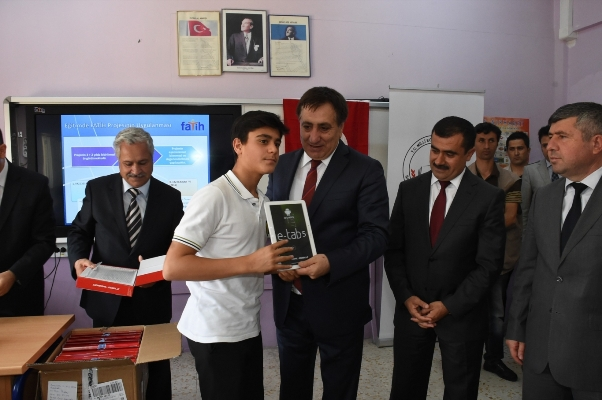 Şanlıurfa'da Öğrencilere tablet dağıtıldı