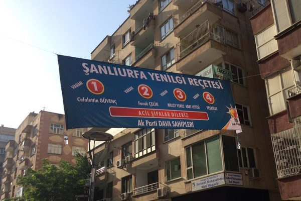 Şanlıurfa'da AK Parti'ye pankartlı mesaj
