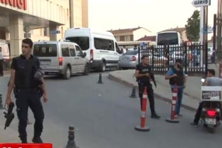 İstanbul Gazi Mahallesinde 1 polis öldürüldü