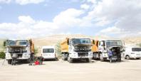 Van'da şantiye basan PKK'liler 8 aracı yaktı