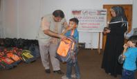 Avrupa Yetim-Der'den Gazzeli öğrencilere kırtasiye yardımı