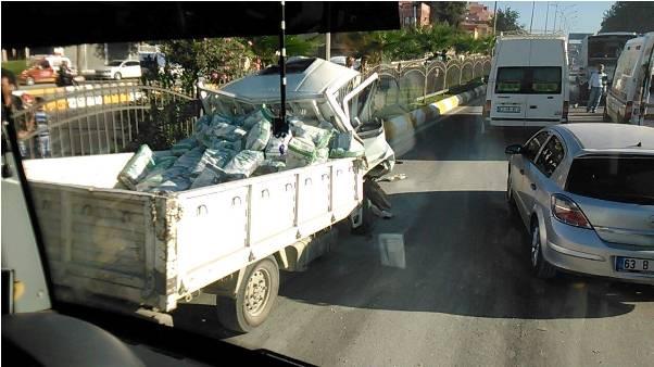Şanlıurfa'da Belediye otobüsüne çarptı, ağır yaralandı