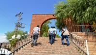 Abdurrahaman Gazi Türbesi ziyaretçilerini ağırlıyor