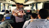 Muşlular Batıdan gelen otobüsleri güllerle karşıladı