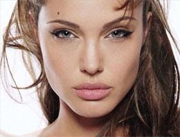 Angelina Jolie yönetmen koltuğunda