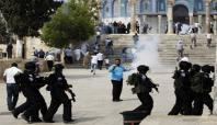 İsrail askerleri Mescid-i Aksa'ya saldırdı