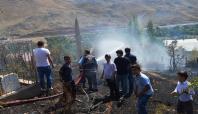 Mezarlıkta çıkan yangın mahalle sakinlerini korkuttu