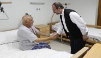 Diyanet İşleri Başkanı Görmez vinç kazasında yaralanan hacı adaylarını ziyaret etti