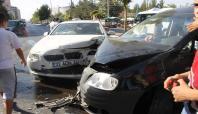 Diyarbakır'da bir araç karşı şeride geçerek kaza yaptı: 2 yaralı