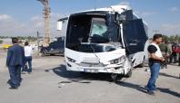 Askeri araç kamyona arkadan çarptı: 11 yaralı