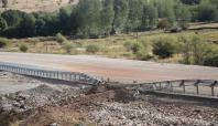 Karlıova'da köprüye döşenen bomba imha edildi