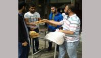 Umut Kapısı Gıda Bankası Sur ilçesi halkına ekmek dağıttı