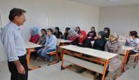 Suriyeliler imkânsızlıklar yüzünden okula gidemiyor