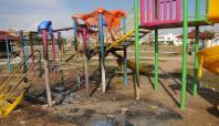 Tarsus'ta çocuk parkını yaktılar
