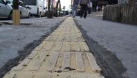 Bingöl'de engelliler için sarı bant yürüme izi yapılıyor