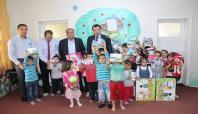 Samsat'ta, Kur'an Kursu öğrencilerine hediyeler dağıtıldı