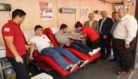 Adana'da öğrenci ve akademisyenler kan bağışında bulundu