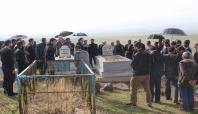 Cengiz Tiryaki ve Fethi Yalçın mezarları başında anıldı