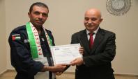 Filistinli itfaiyeciler sertifikalarını aldı