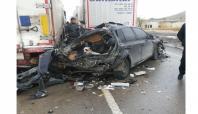 Hurdaya dönen araçta yaralı kurtuldu