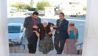 Kahta'da 103 yaşındaki kadın oy kullanmaya gitti