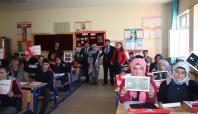 Karlıova'da öğrencilere tablet dağıtıldı