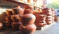 30 yıldır çanak çömlek satarak geçiniyor