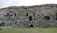 Tarihi mağara evler onarılmayı bekliyor