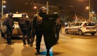 Paris'te polisin bastığı evde çatışma çıktı