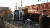 Demiryolunda elektrik hattı döşeyen işçilere tren çarptı: 1 ölü
