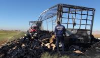 Mardin'de polis kıyafeti taşıyan TIR yandı