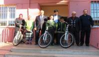 İmam Hatip'i tercih eden başarılı öğrencilere bisiklet hediye edildi