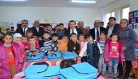 Batman'da Suriyeli öğrencilere kırtasiye ve giyim yardımı