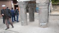 Tarihi minare çatışmaların hedefi oldu