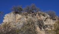 Kozluk'un tarihi kalesi ilgisizlikten yok olmaya yüz tuttu