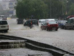 Sağanak yağış Bursayı felç etti