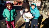 Çatışmalardan kalan boş kovanlar çocuklara harçlık oldu