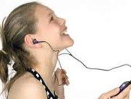 Kulaklıkla müzik dinliyorsanız dikkat!