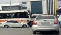Gaziantep'te otomobil ile tramvay kafa kafaya çarpıştı