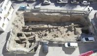 Tarsus'ta sondaj kazısında antik yol bulundu