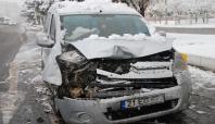 Kar yağışı beraberinde kaza getirdi