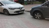 Tarsus'ta birçok otomobilin lastikleri patlatıldı