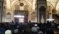 Bursalılar yılın ilk sabah namazı için Ulu Cami'ye koştu