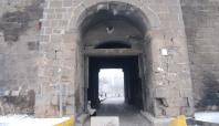 Diyarbakır'ın tarihi surları roketlerle vuruluyor