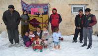 Suriyeliler soğuk havada donarak ölmek istemiyor