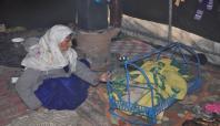 Bebekleri soğuktan ölen Suriyeli aileye yardım yapıldı